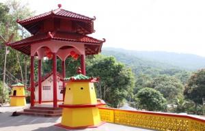 Salah satu pagoda di kompleks Kelenteng Dewi Kwan Im