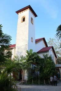 Katedral Roh Kudus tampak samping
