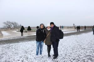 Hamparan salju di halaman depan Buda Castle