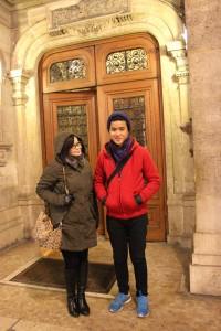 Didepan Gedung Opera Budapest