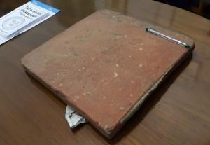 1 keping keramik bata Depok : kokoh, besar dan beraaattt