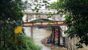 kolong jembatan panus